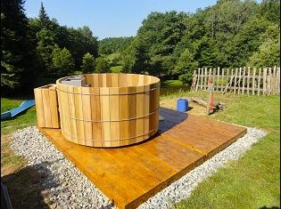 si no dispones de una superficie plana y firme es hacer una losa de hormign o un entarimado de madera que tambin te podemos realizar o usar